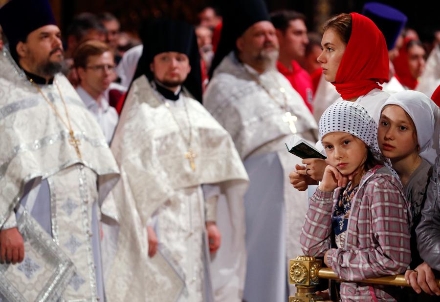 Umat Ortodoks Rusia merayakan Paskah Ortodoks di Katedral Kristus Sang Juru Selamat di Moskow.
