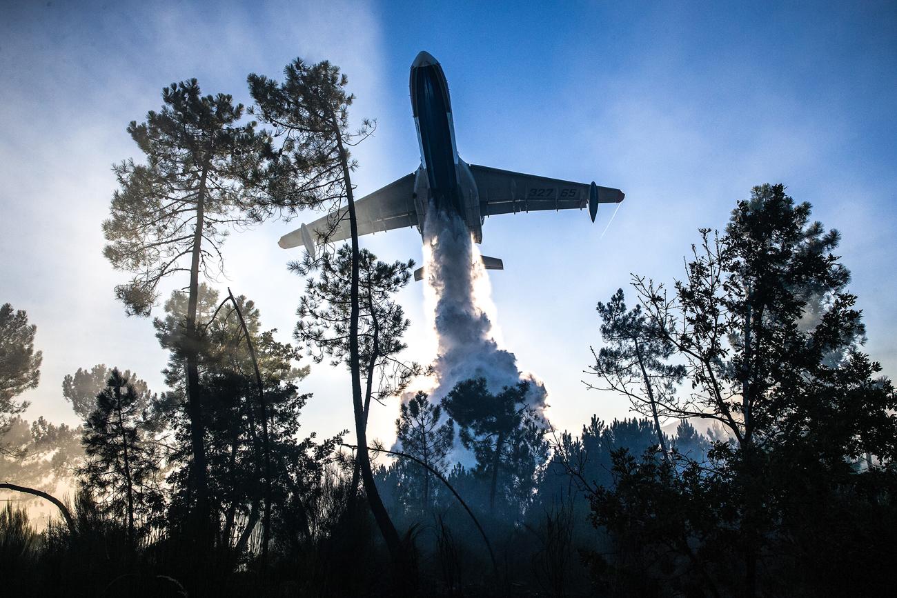 Força-tarefa contra incêndios em Portugal; veja fotos width=