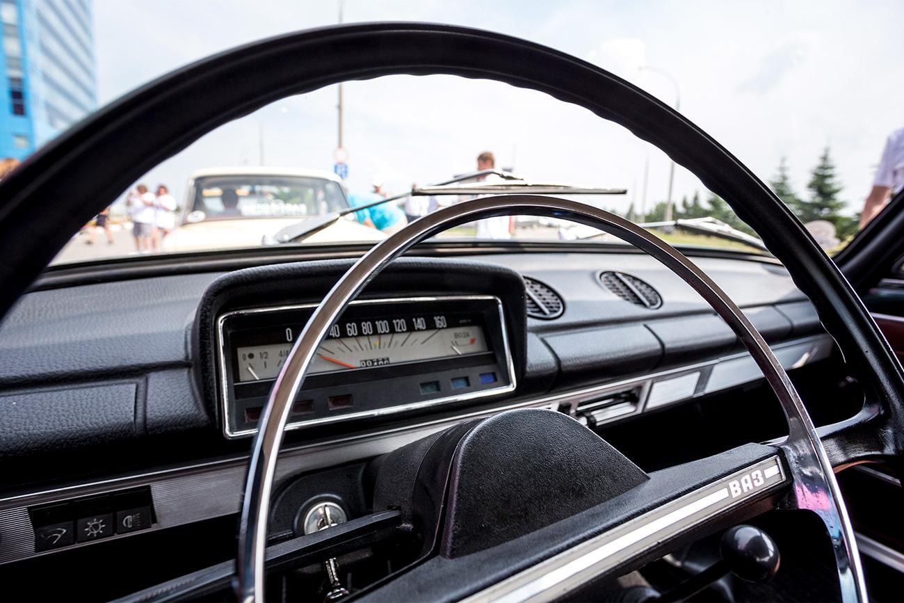 V Togliattiju so z avtomobilsko parado leta 2016 počastili 50. obletnico tovarne AutoVAZ. Vir: Andrej Hlomov/TASS