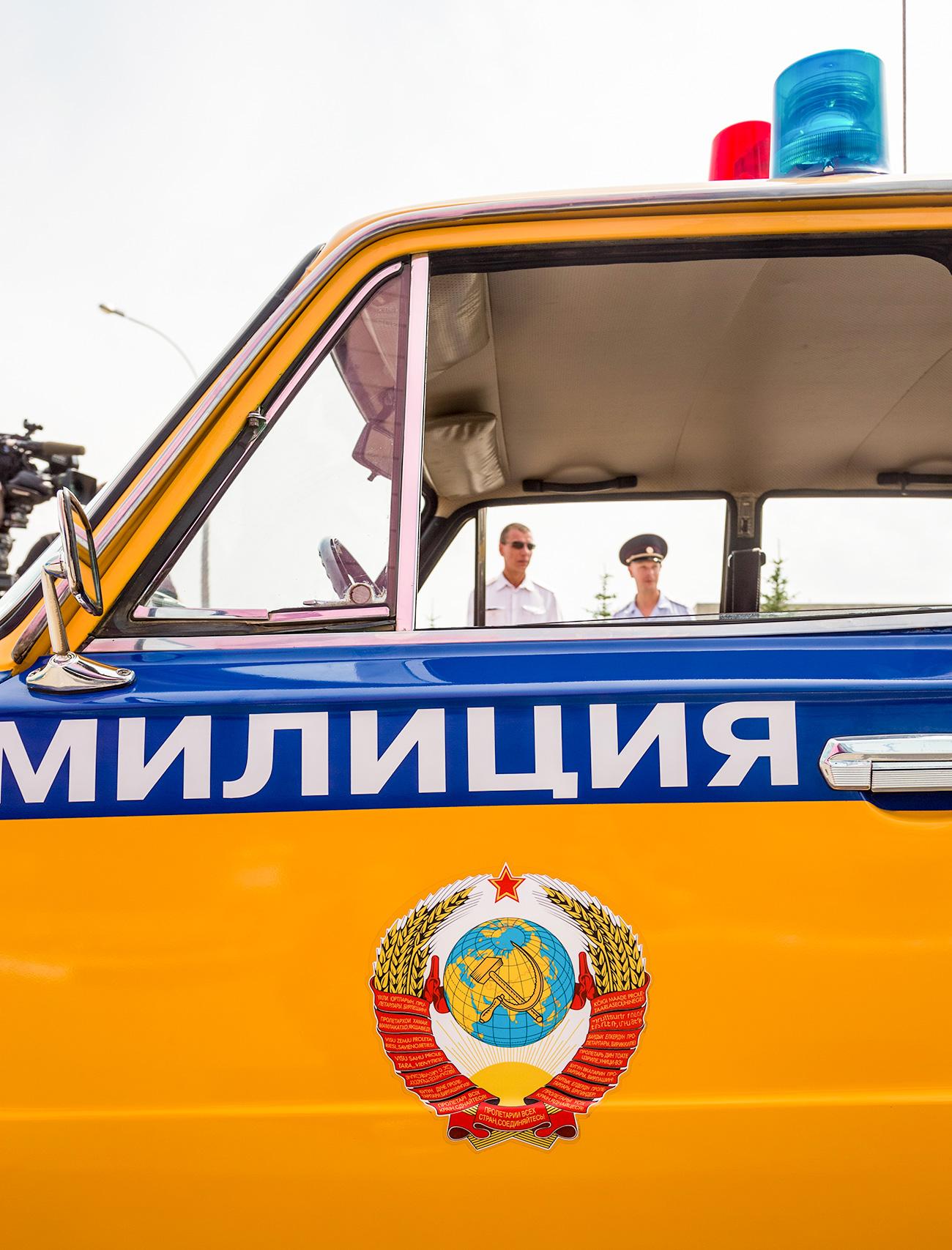 Sovjetski policijski avto med policijsko parado v Togliattiju ob 50. obletnici AvtoVAZ-a, 2016. Vir: Andrej Holmov/TASS