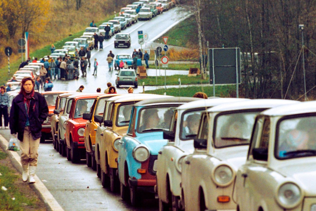 Trabanti in Lade na meji med Češkoslovaško in Zahodno Nemčijo, 1989. Vir: Global Look Press