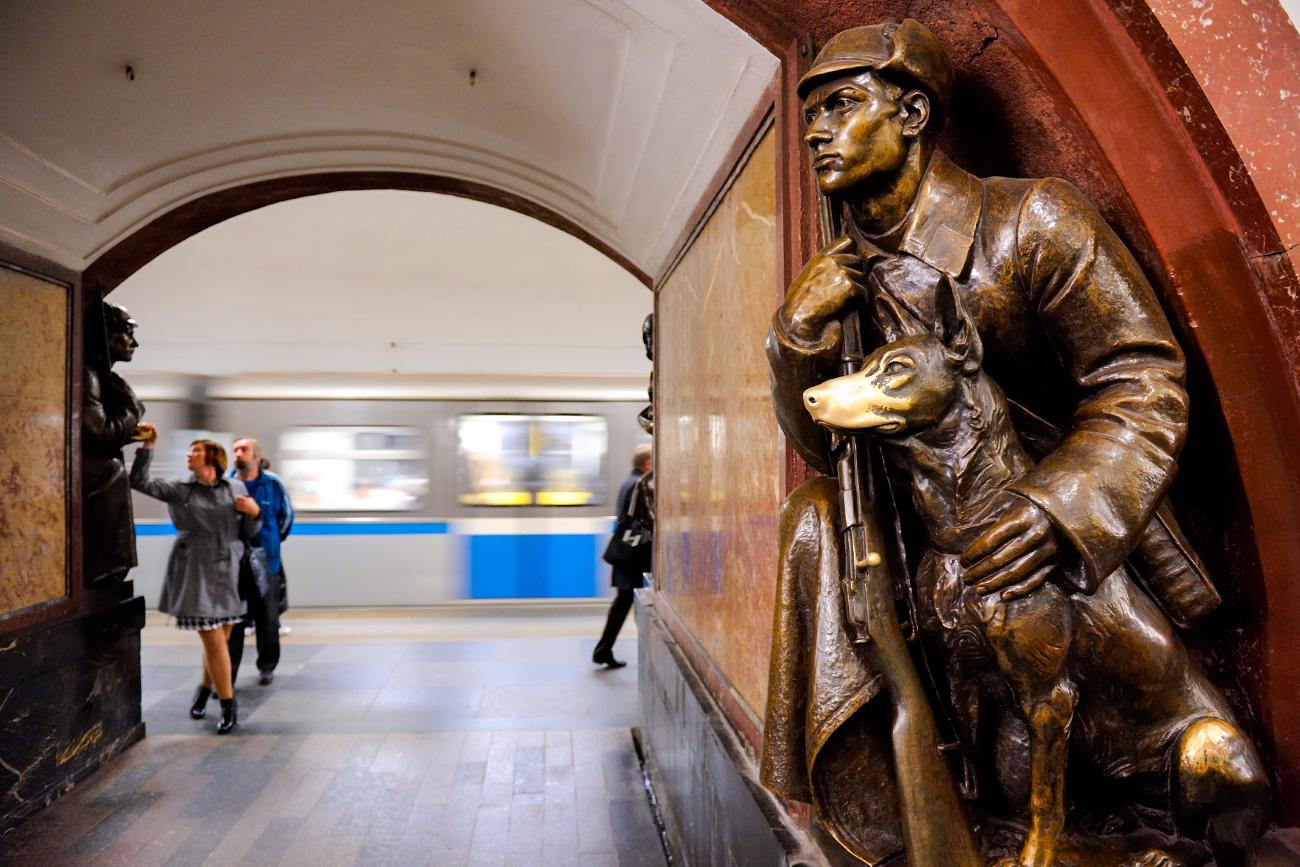 Trg Revolucije je morda najveličastnejša postaja moskovskega metroja. Vir: Legion Media