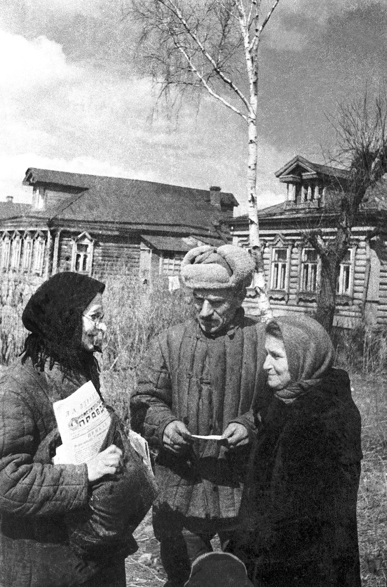 Селскиот поштар, 1944. Извор: Николај Ситников