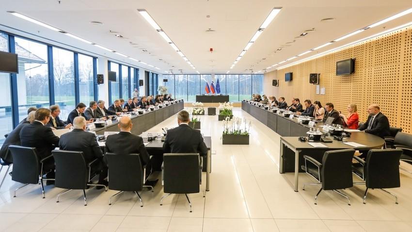 Fotografija s 13. zasedanja slovensko-ruske medvladne komisije, Ljubljana, 17. - 18. november 2016.