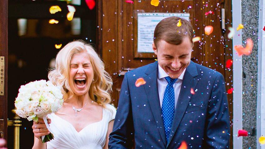 V ruski družbi je prisoten kar močan pritisk na mlade pare, naj se čim prej poročijo.
