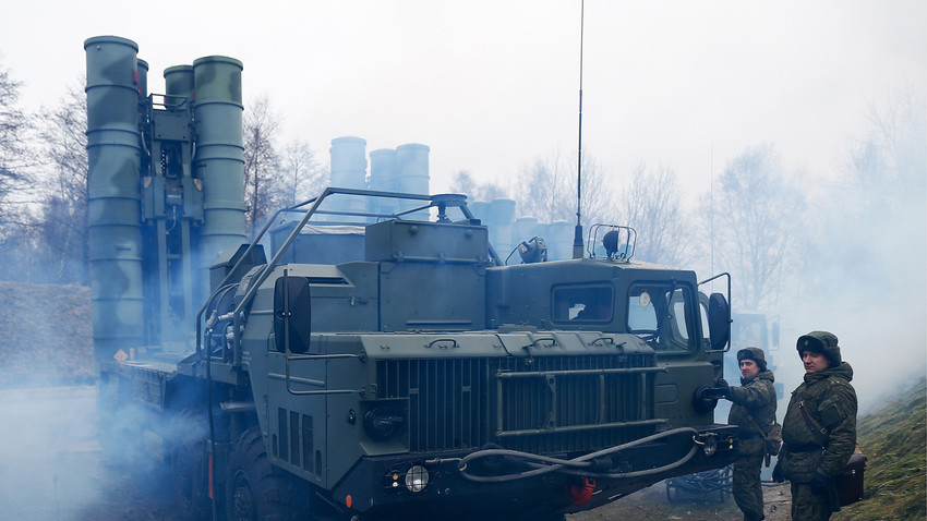 A training exercise by the Russian Baltic Fleet's air defense units involving S-400 Triumph air defense missile systems.