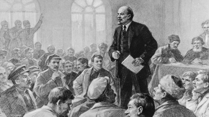 Владимир Лењин држи говор на седници.