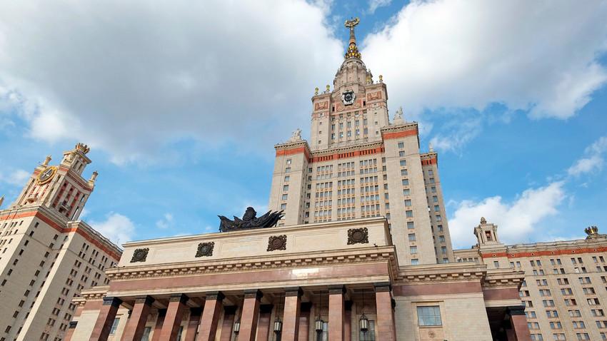 La Universidad Estatal de Moscú.
