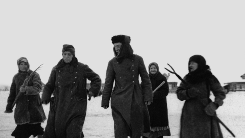 Женски конвой на фашистки пленници, март 1942 г.