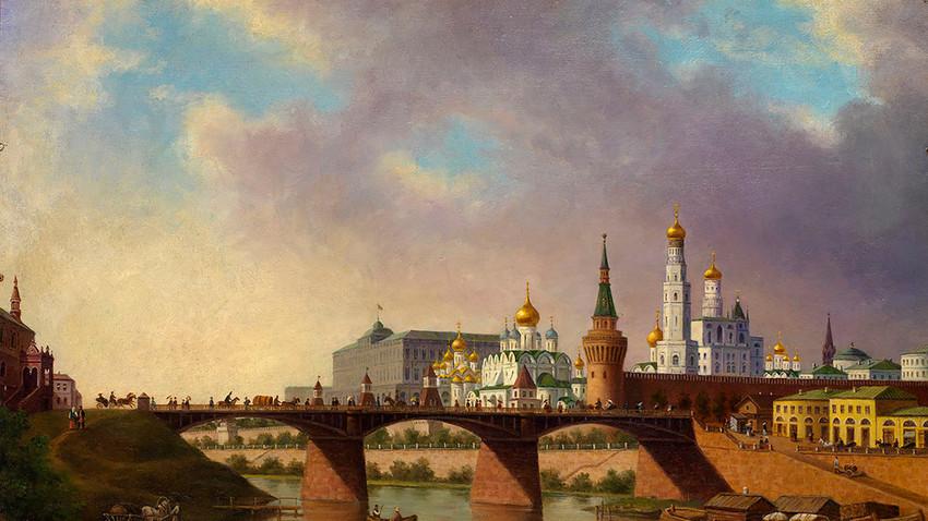 Lungofiume di Mosca. Sullo sfondo, il Cremlino