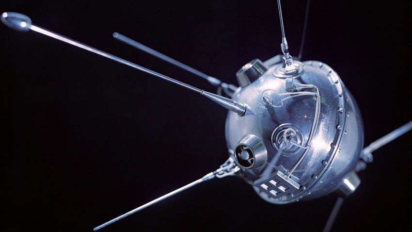 """Макет на космическия апарат на СССР """"Луна 2"""""""