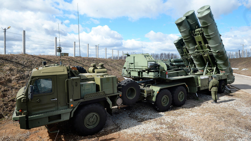 "An S-400 ""Triumph"" anti-aircraft missile system is among other Defense Ministry's air defense missile battalions put on combat alert in the Moscow Region. credit"