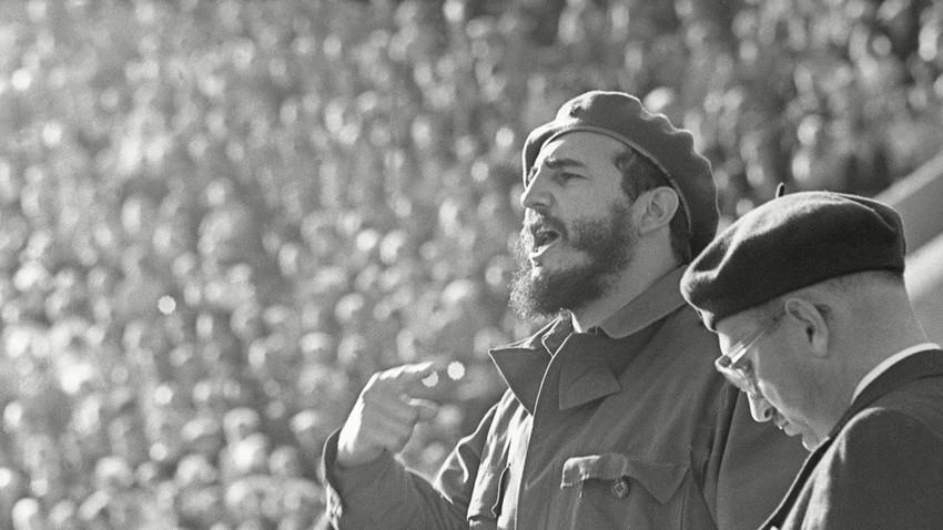 Segundo os militares que acompanharam Castro durante a visita à URSS, o líder cubano gostou mais da neve do que de mísseis balísticos e submarinos atômicos. / Serguei Smirnov