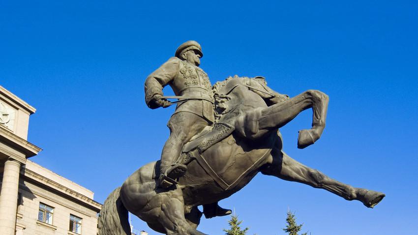 Споменик Жукову у Јекатеринбургу.