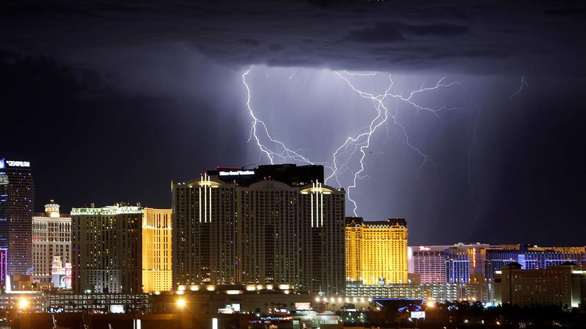 Udar strele med nevihto v Las Vegasu. 13. september 2017.