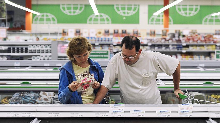 Relatório elaborado por economistas chegou à conclusão de que russos não querem economizar.
