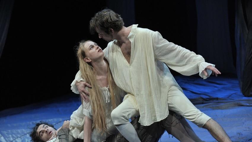 """Сцена од """"Сон на летната ноќ"""" од Вилијам Шекспир во режија на Иван Поповски"""