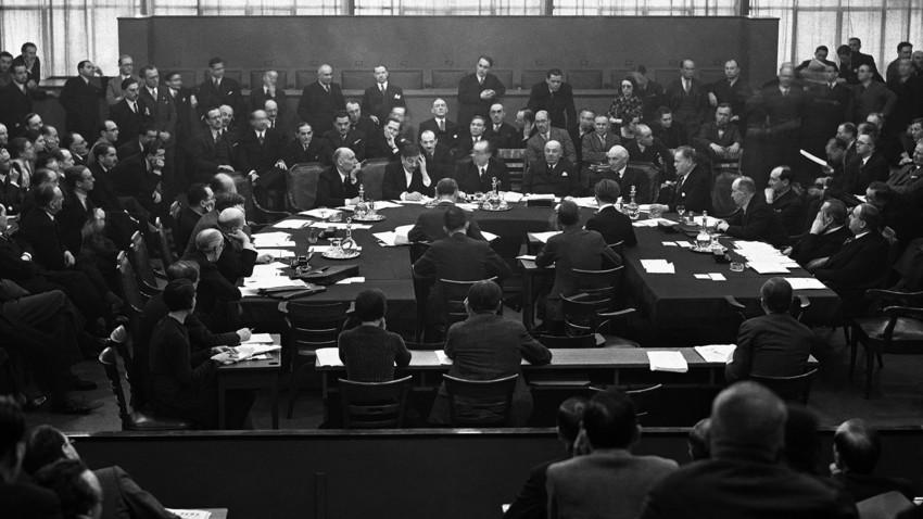 Conselho da Sociedade das Nações reunido em Genebra