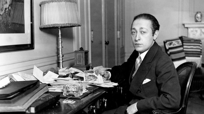 Jascha Heifetz (eig. Iossif Robertowitsch Cheifetz, 1901-1987), amerikanischer Geiger litauischer Herkunft. Die Aufnahme entstand im Hotel Amabassador in New York. Heifetz hat seine 2 Jahre dauernde Welttournee beendet.