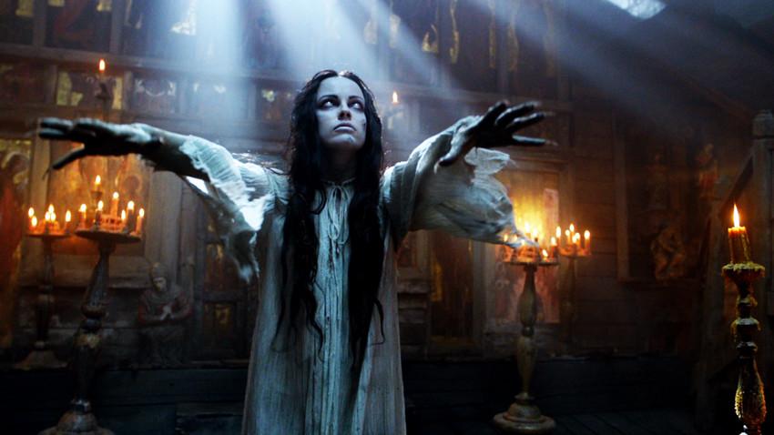 """Снимак екрана из филма """"Виј"""" (2014) по мотивима Гогољеве приче."""