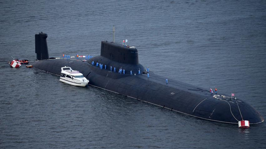 Jedrska podmornica ruske mornarice TK-208 Dmitrij Donskoj ob prihodu v mornariško oporišče Leningrad ruske Baltske flote, Kronstadt, otok Kotlin.