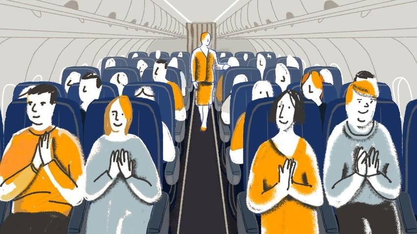 Para penumpang Rusia biasanya akan bertepuk tangan segera setelah pesawat mereka berhasil mendarat.