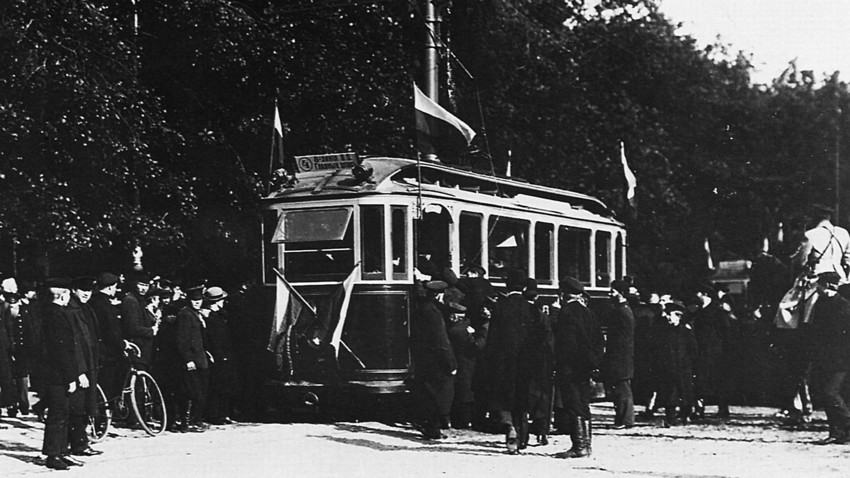 Solemn opening of a tram-line in St. Petersburg. Photo by Karl Bulla.