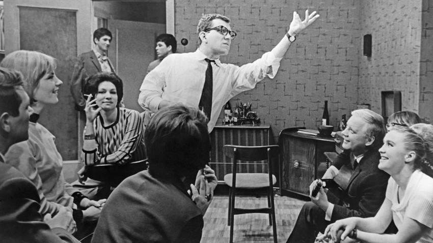 『七月の雨』映画の撮影。「モスフィルム」スタジオ、1966年