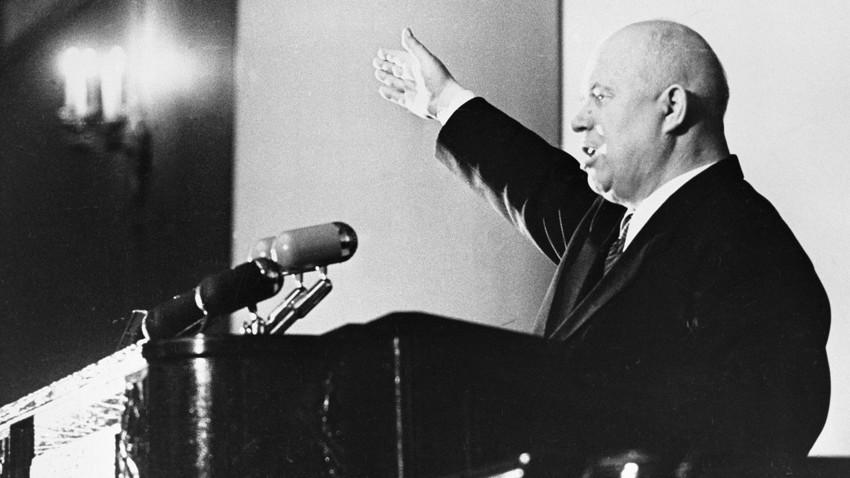 Никита Хрушчов, првиот секретар на Централниот комитет на КП на Украина, се обраќа на конференција до вработените во земјоделските региони и автономните републики од северозападот на земјата.