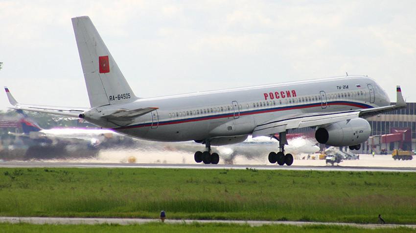 """Ту-214 на летище """"Шереметиево"""""""