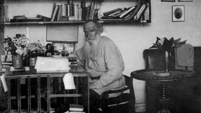 Снимка на Лев Толстой в дома му