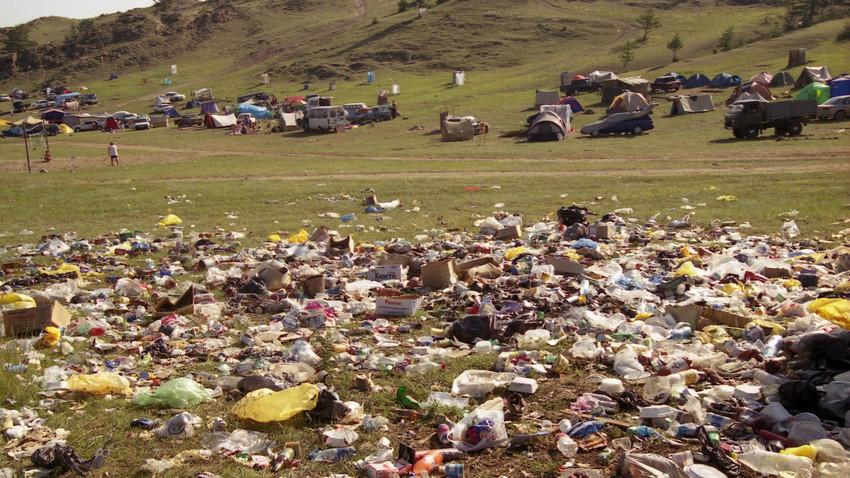 Serakan sampah di Siberia, salah satu masalah lingkungan di Rusia.