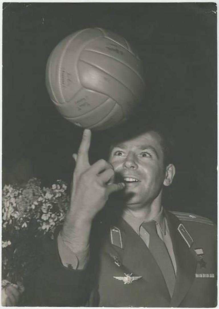Kozmonaut German Titov. Titov je postao drugi čovjek koji je orbitirao oko Zemlje, na Vostoku 2, 6. kolovoza 1961. 1960-e /