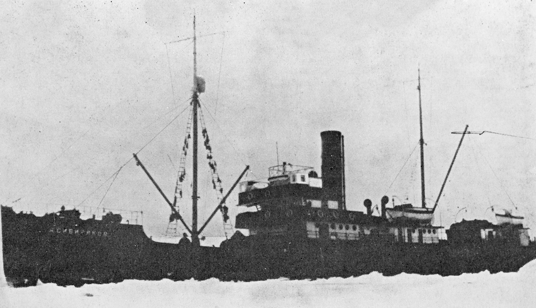 El rompehielos Alexánder Sibiriakov, nombrado en honor del industrial que exploró Siberia, resultó hundido el 25 de agosto de 1942 tras ser cañoneado por el crucero pesado de la marina alemana Almirante Scheer en las proximidades de la Isla Beluja, en el Mar de Kara.