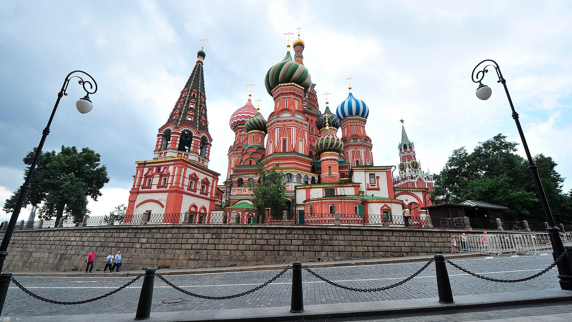 Agente chegou à catedral para receber instruções de fuga e... ela estava fechada! / Foto: Serguêi Kiselióv/Moskva Agency