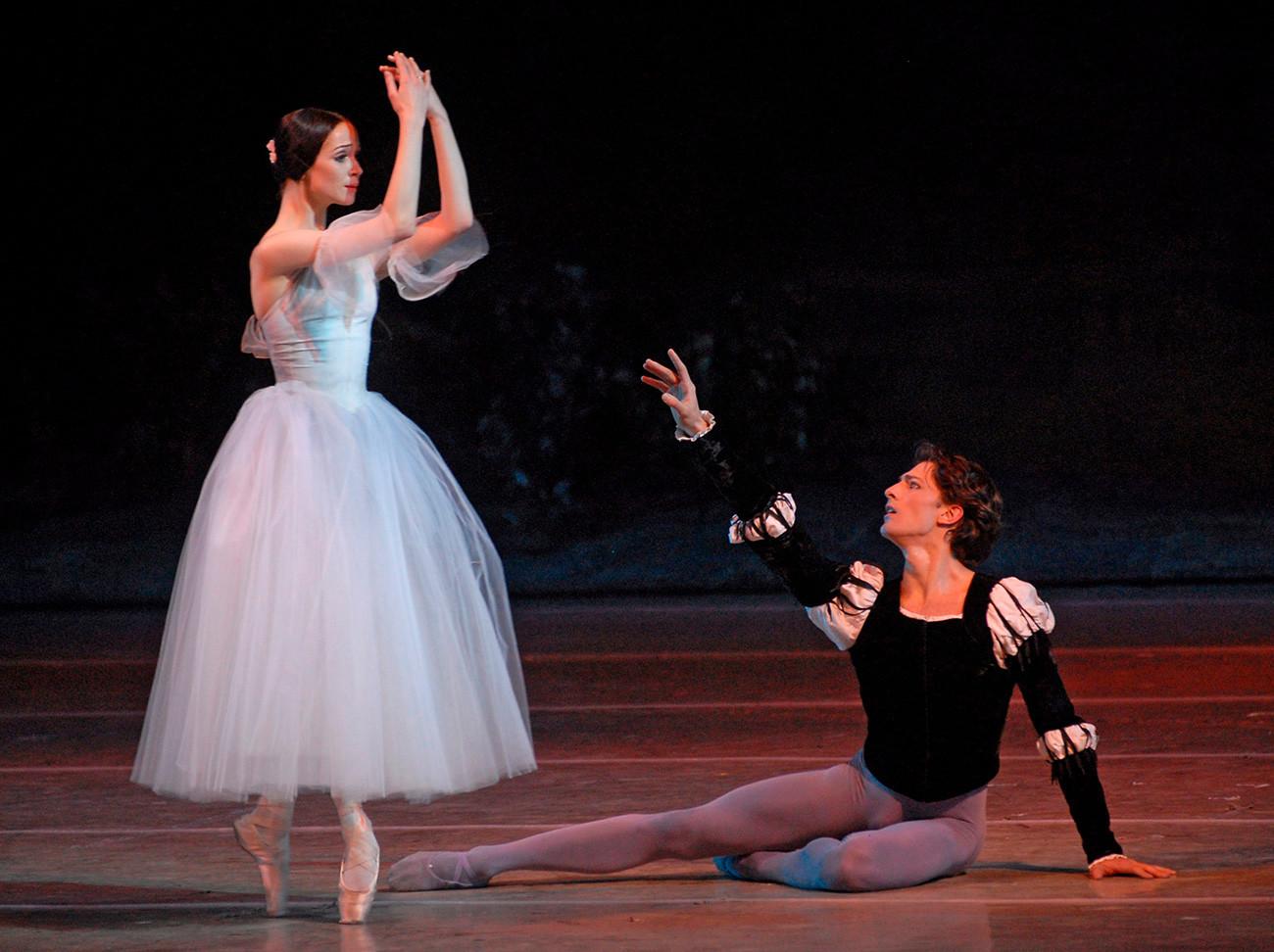 "Olêsia em ""Giselle"", no Teatro Marínski."