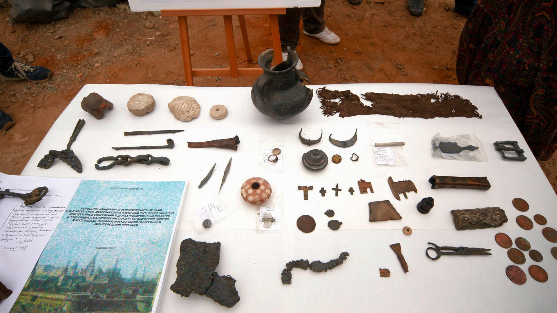 Arheološki artefakti, park Zarjadje, Moskva