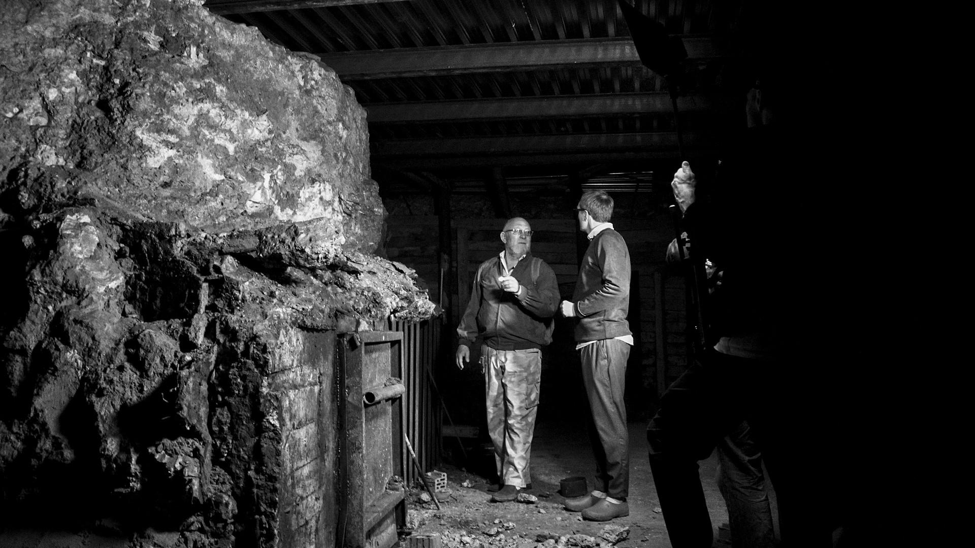 Alcuni giornalisti sottoterra, nell'enorme complesso sotterraneo su tre piani scavato nei pressi del Cremlino