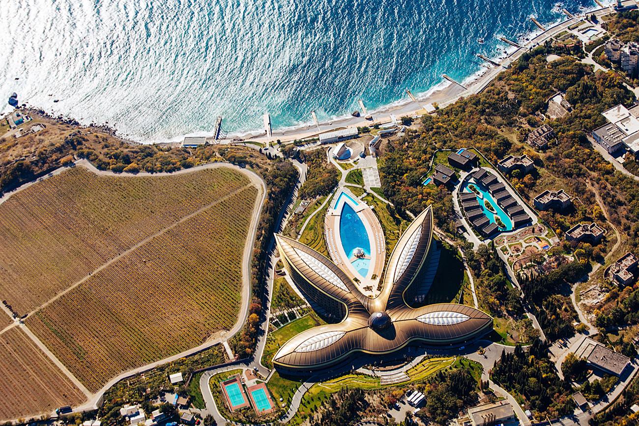 Хотел Mriya Resort & Spa 25 километара од Јалте, Крим.
