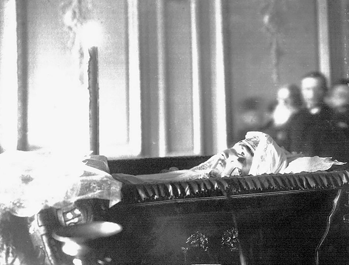 Nikolaj Schmidt na smtni postelji.