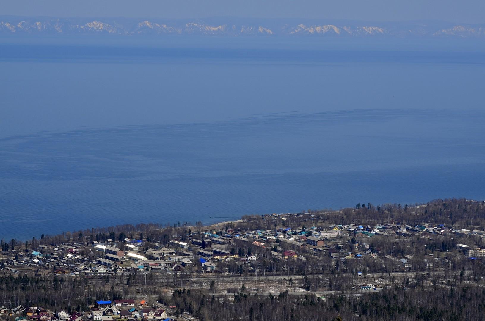 Blick hinüber zum anderen Ufer des Baikals - an einer schmalen Stelle.