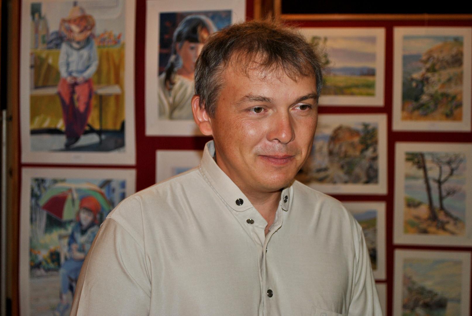 """Фотограф и уметник, учесник манифестације """"Дани Сибира""""."""