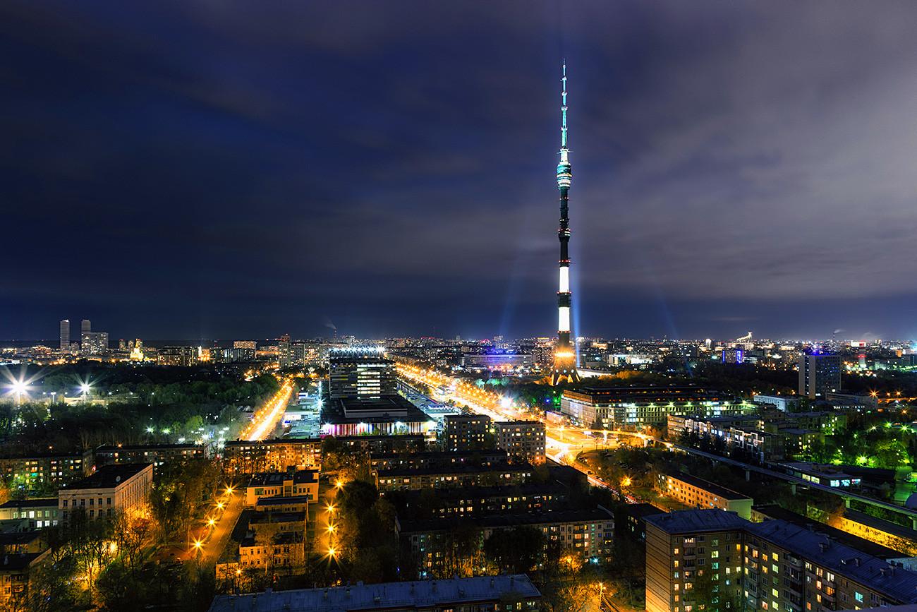 Останкинската телевизионна кула, Москва.