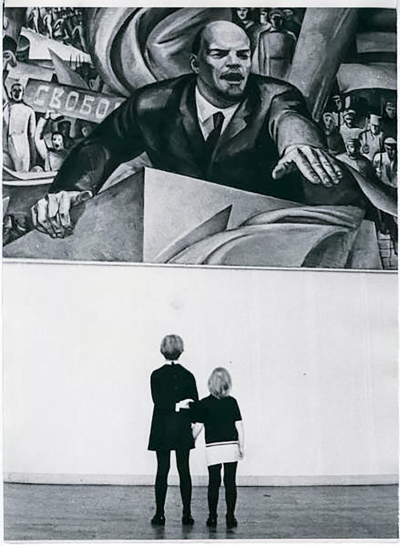 Lénine et deux enfants.