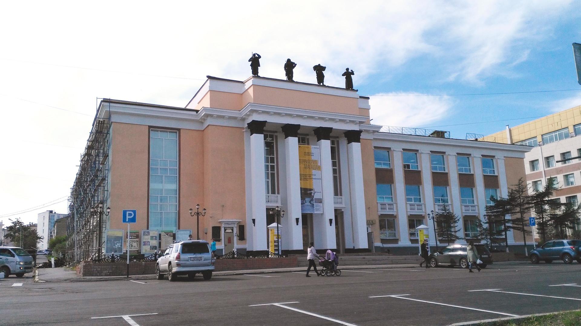 Das Magadaner Theaterhaus: Extra fürs Festival neu renoviert.