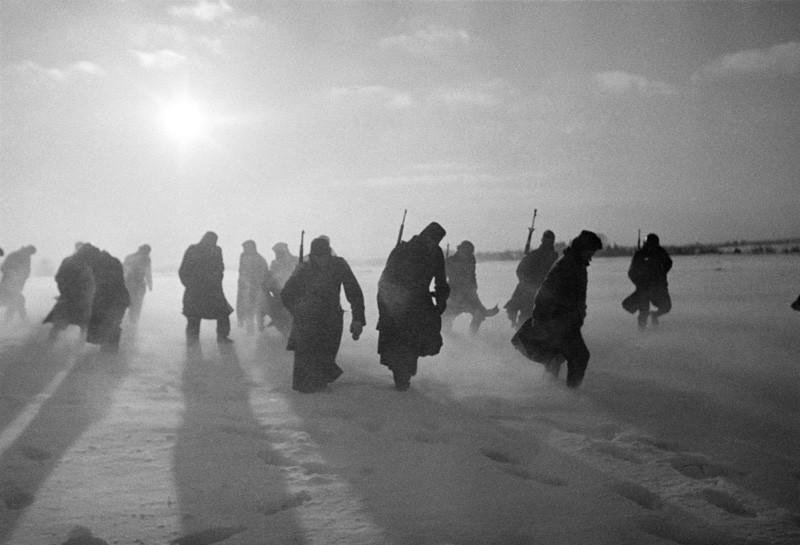 Колона от немски войници край Москва.