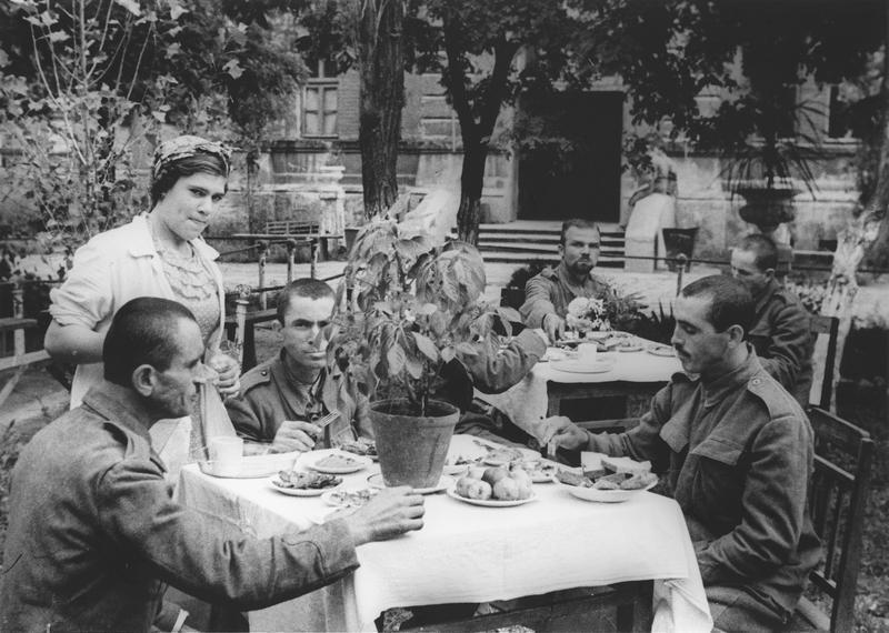 Пленени румънци в одески лагер.