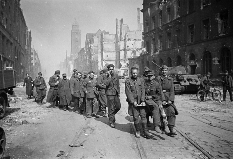Немски военнопленници, април 1945г.