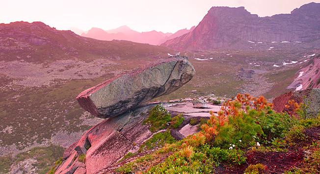 Легендарната скала край езеро Радужное