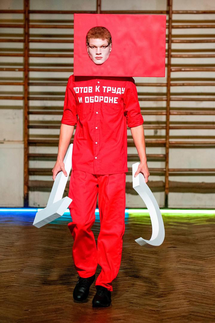 O estilista Gosha Rubtchinski, cujas produções podem ser encontradas no armário de Justin Bieber.